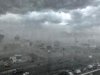 В столице один человек пострадал из-за сильного порыва ветра